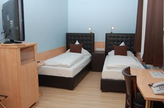 2674-Guest-Room-5